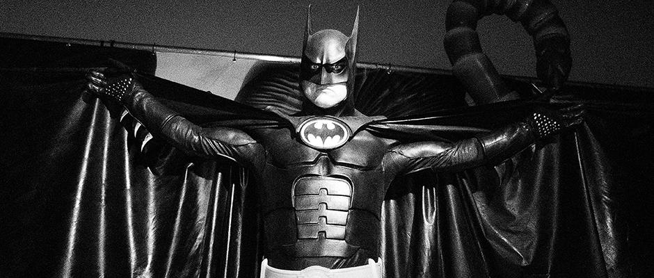 Un estudiante diseñó un traje de Batman que realmente funciona en combate