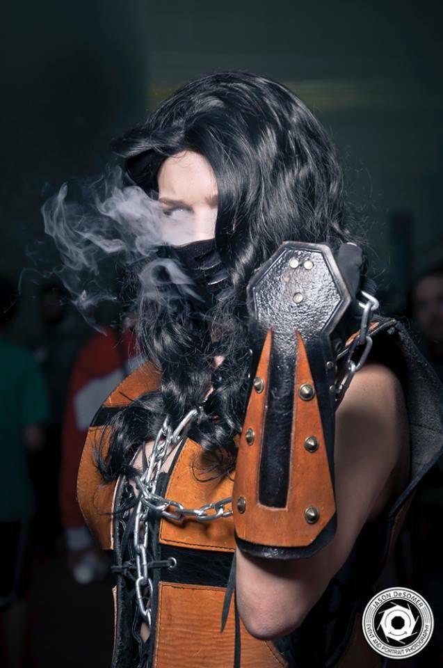 Female-Scorpion-cosplay-from-Mortal-Kombat