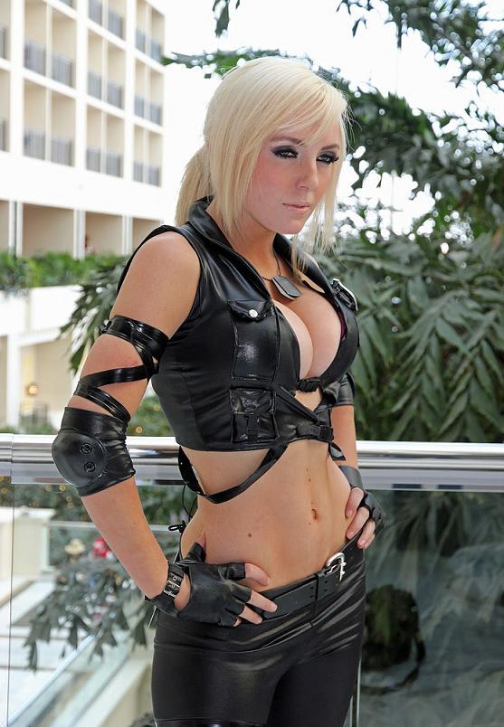 Jessica-Nigri-as-sonya-blade-3