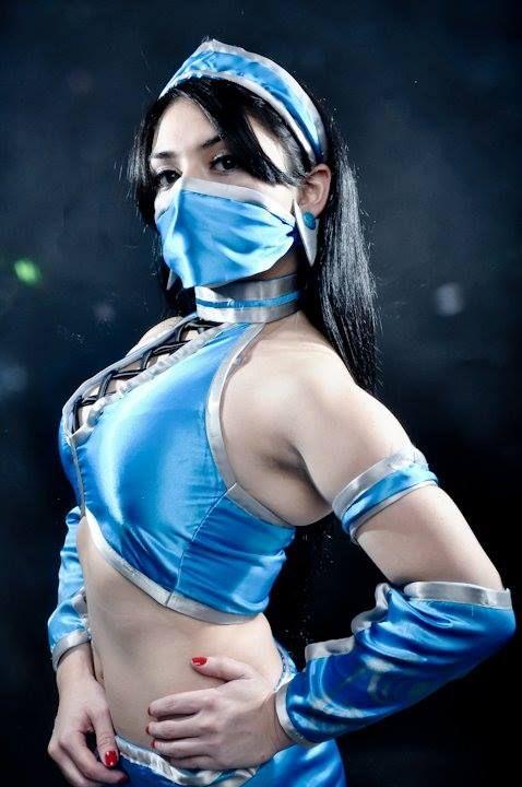 Kitana-Mortal-Kombat-cosplay-by-Gidget