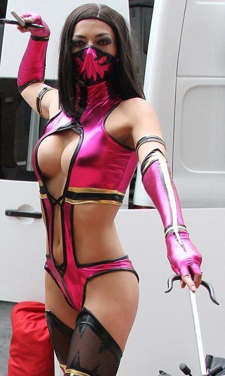 Mileena-Mortal-Kombat-cosplay-by-Adrianne-Curry