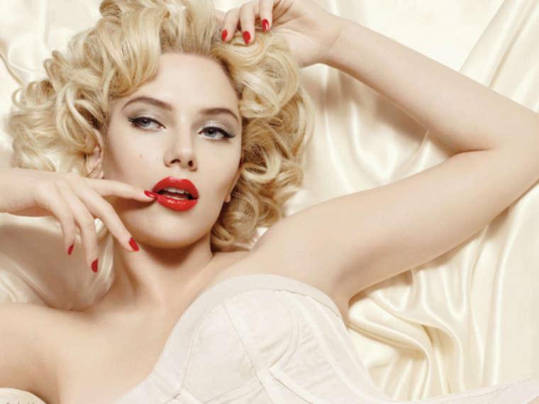 Scarlett Johansson sexy in Photoshoot for Dolce & Gabana-03