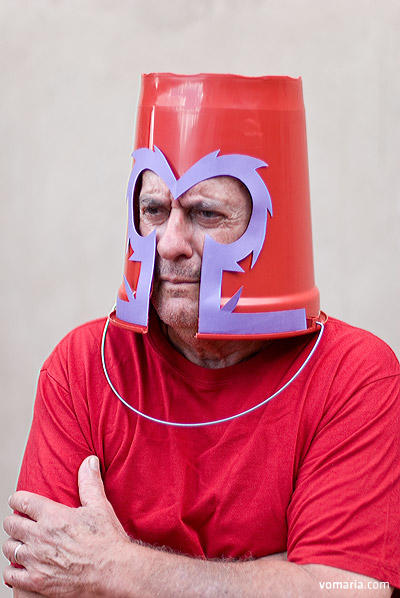 cosplayer-fail-magneto