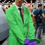 Comic-Con-2014-Cosplay-The-Riddler-with-bowler-hat-570×1014