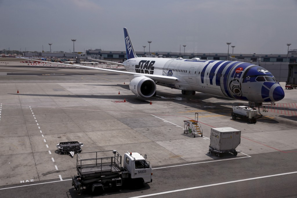 Image #: 40769503    A Star Wars themed All Nippon Airways ANA R2D2 Boeing 787 Dreamliner aircraft sits on the tarmac at Singapore's Changi Airport November 12, 2015. The aircraft was opened to the media on Thursday as it makes its first Asian stop outside Japan. REUTERS/Edgar Su  /LANDOV