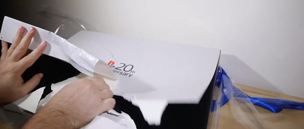 Así NO se debe abrir un PS4 20th Anniversary Edition | Atomix
