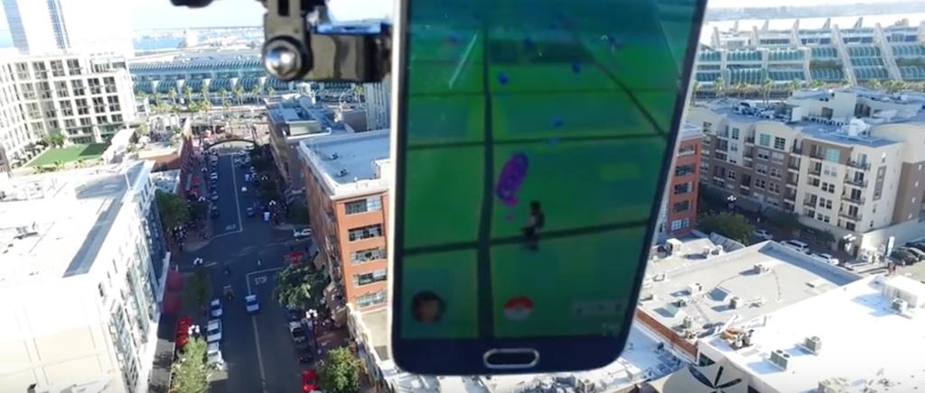 Ya ni el aire se salva de la fiebre de Pokémon Go, usan drone para jugarlo