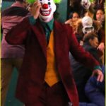 joaquin-phoenix-transforms-into-the-joker-filming-riot-scene-10
